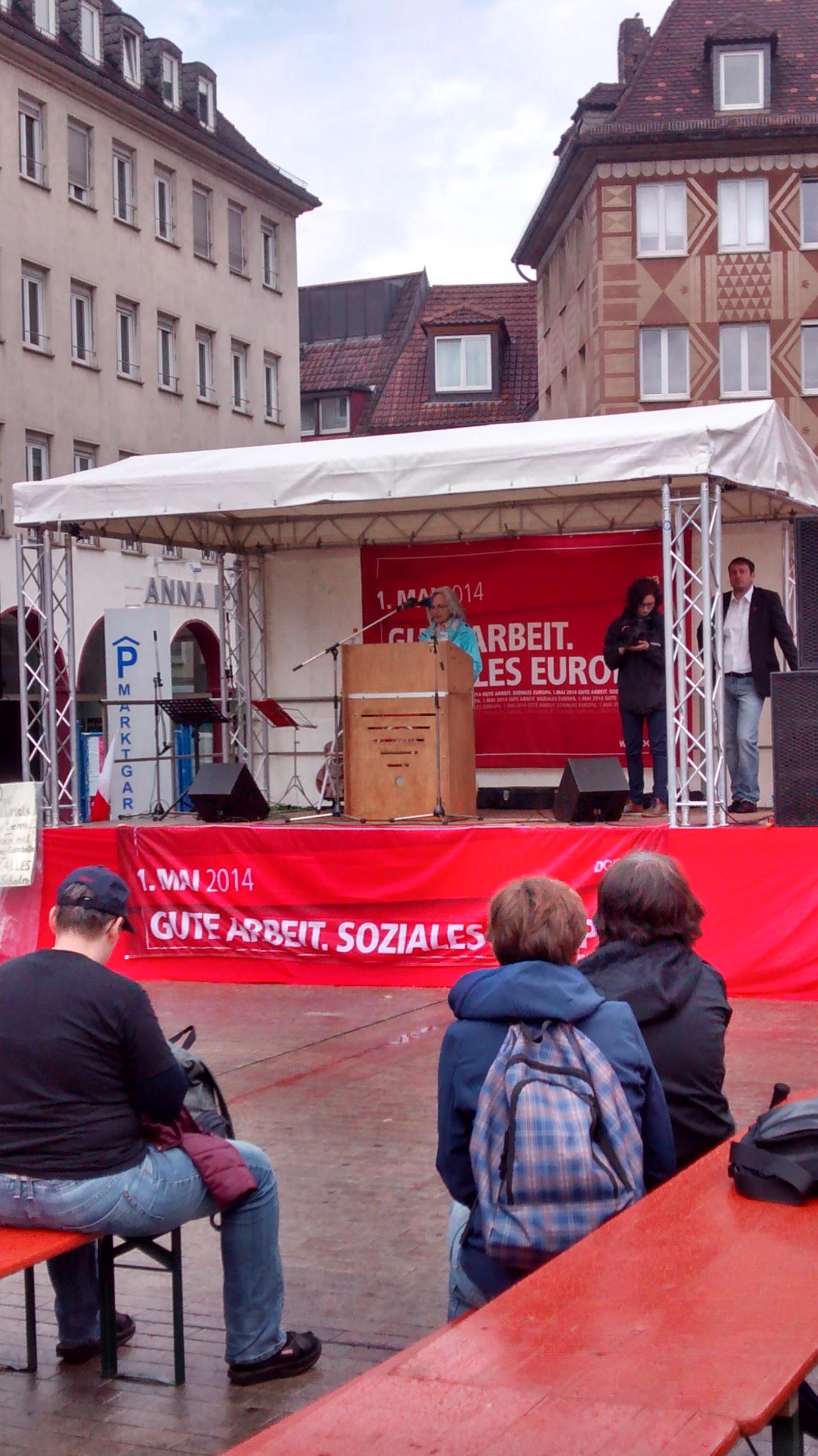Die DGB-Kreisvorsitzende Karin Dauer bei ihrer Rede