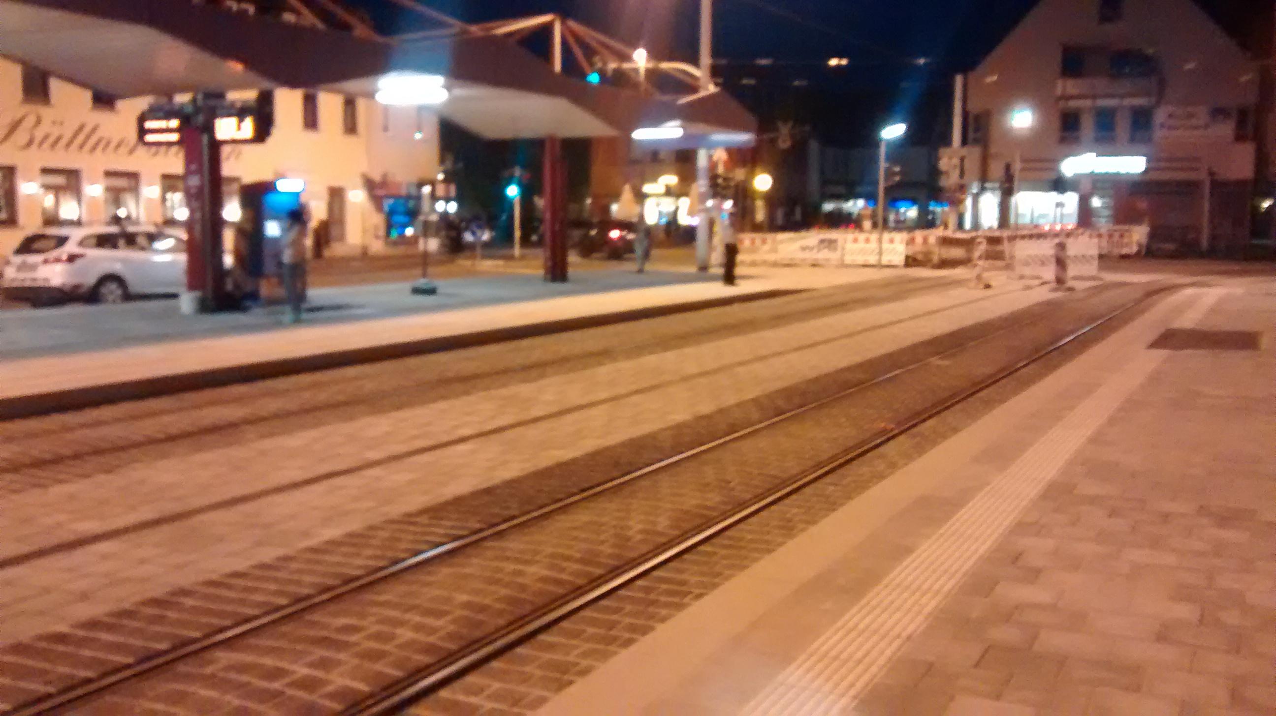 fast fertig - die Straba-Haltestelle Reuterstraße