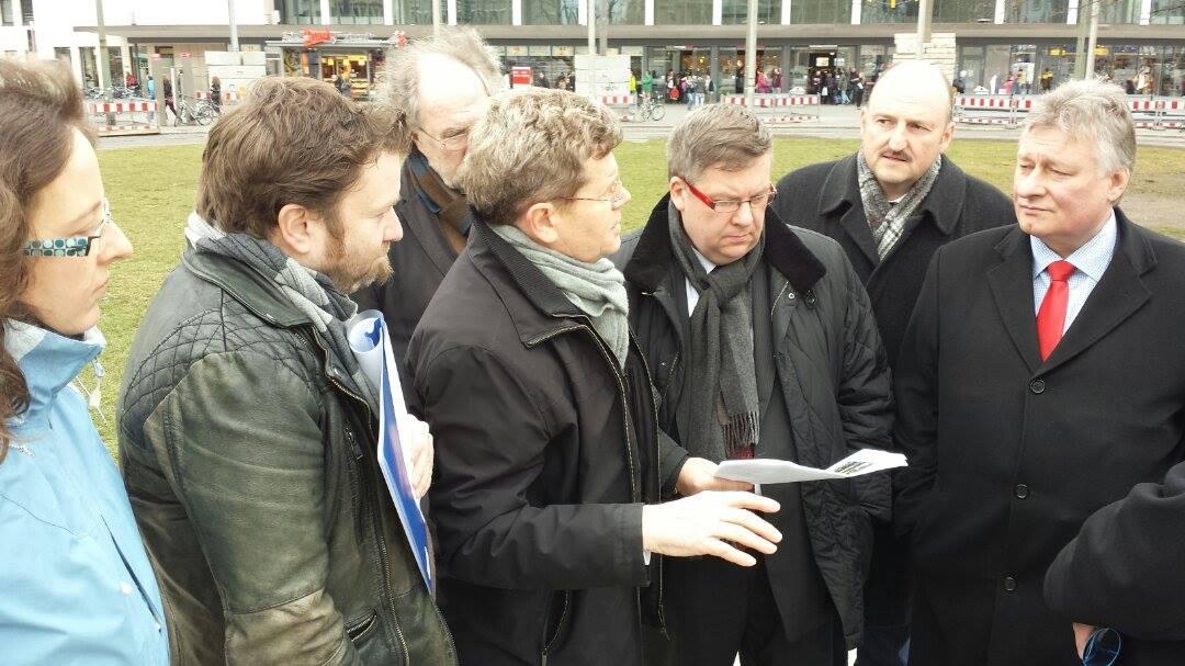 Wir erörtern mit Martin Burkert die Situation rund um den Bahnhof