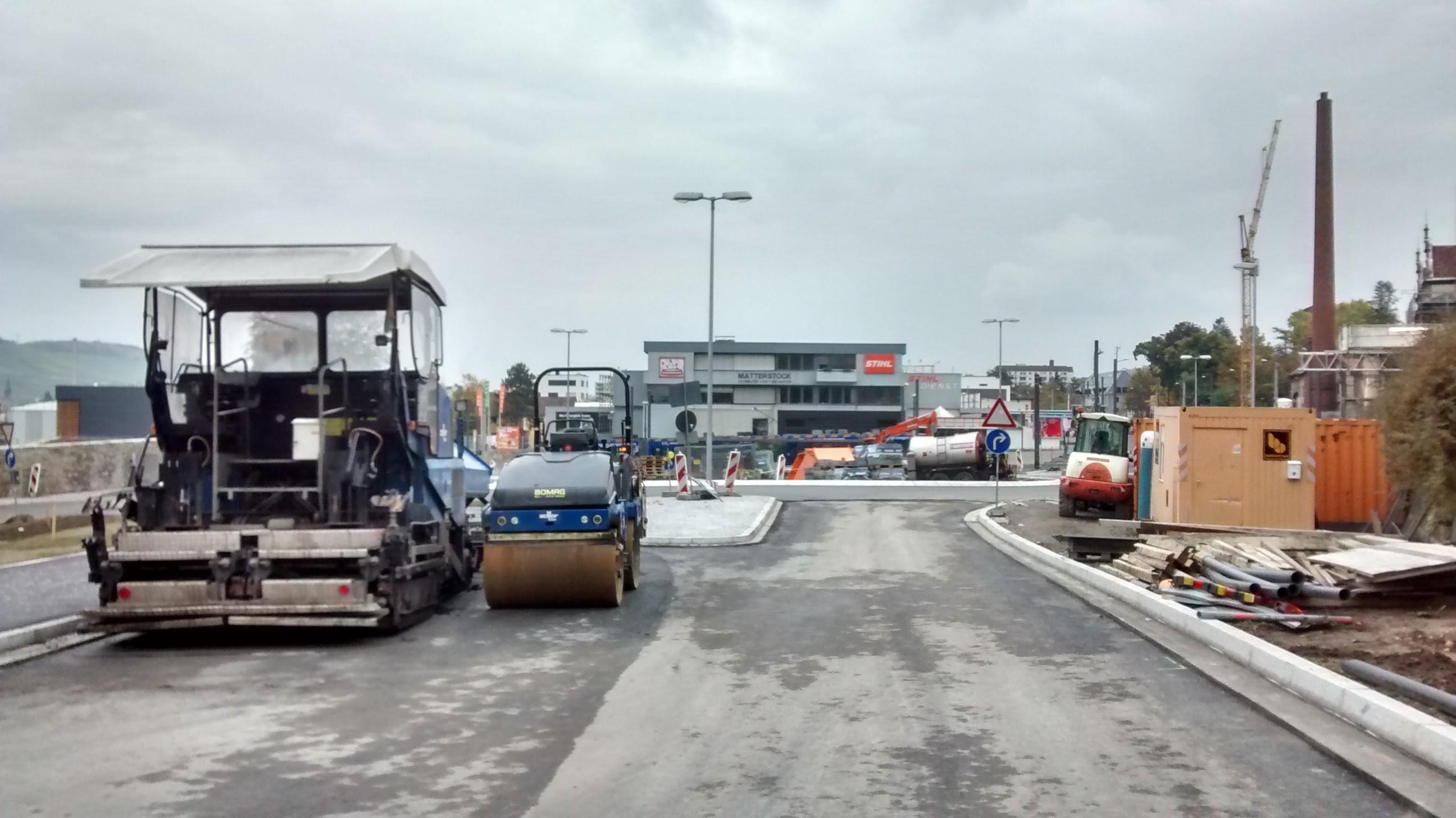 Blick in Richtung Zellerau - der Kreisverkehr funktioniert schon...